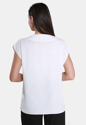 Blouse - woolen white