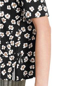 Marc Cain - Print T-shirt - schwarz - 2