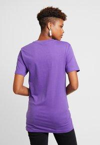Merchcode - LADIES BORN IN THE 80S TEE - Print T-shirt - ultra violet - 2