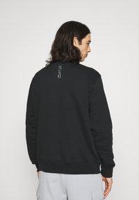 Nike Sportswear - ZIGZAG CREW - Sweatshirt - black - 2