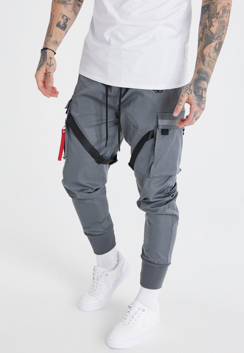 SIKSILK - COMBAT TECH CARGO PANTS - Cargo trousers - light grey