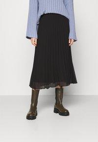 Monki - LAURA PLISSÉ SKIRT - A-line skirt - black dark - 0