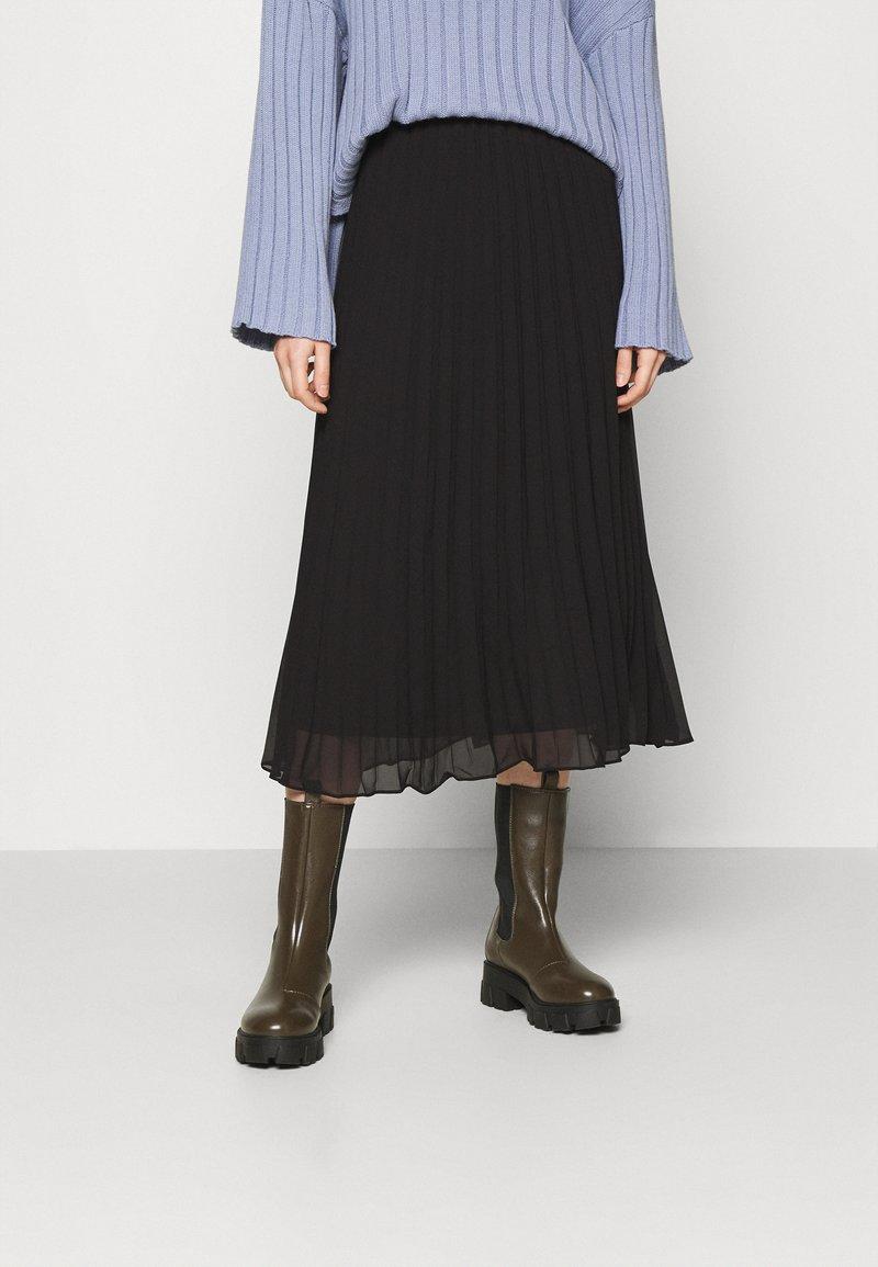 Monki - LAURA PLISSÉ SKIRT - A-line skirt - black dark