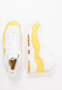 Nike Sportswear - AIR MAX UPTEMPO '95 - Baskets montantes - white/amarillo/court purple - 2