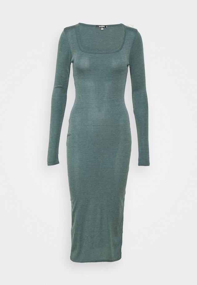 SQUARE NECK DRESS - Gebreide jurk - green
