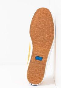 Keds - CHAMPION SEASONAL SOLIDS - Sneakersy niskie - cadmium yellow - 6