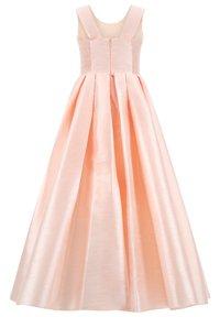 Prestije - MIT BESTICKUNG TRAUMHAFTES PRINZE - Maxi dress - lachs - 1
