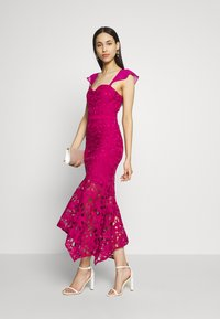 Chi Chi London Tall - LUPA DRESS - Cocktailklänning - berry - 2