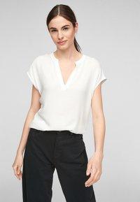 s.Oliver - KURZARM - Print T-shirt - off-white - 0