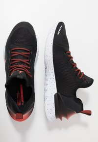 Jordan - REACT ASSASSIN - Basketbalové boty - black/bright crimson/white - 1