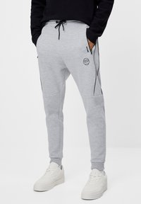 Bershka - REFLEKTIERENDE - Tracksuit bottoms - light grey - 0