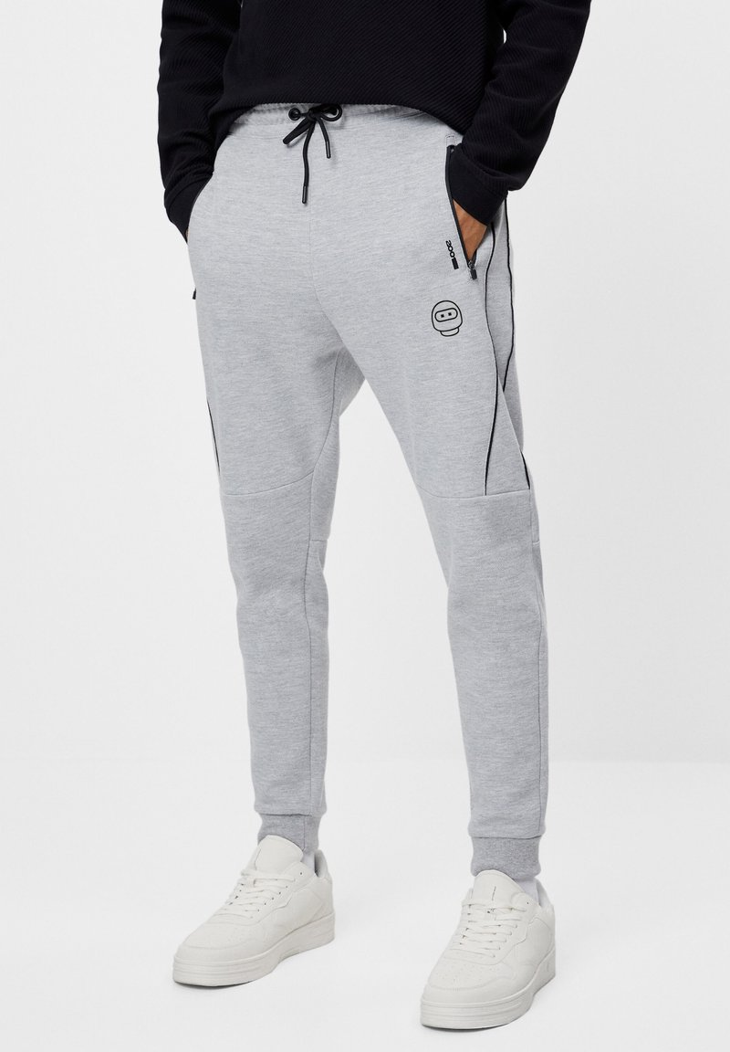 Bershka - REFLEKTIERENDE - Tracksuit bottoms - light grey