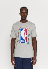 Outerstuff - NBA SPACE JAM 2 SQUAD UP TEE - Print T-shirt - grey - 0