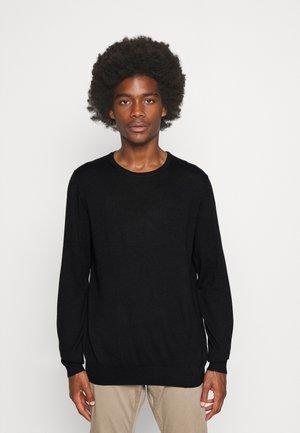BASIC - Stickad tröja - schwarz