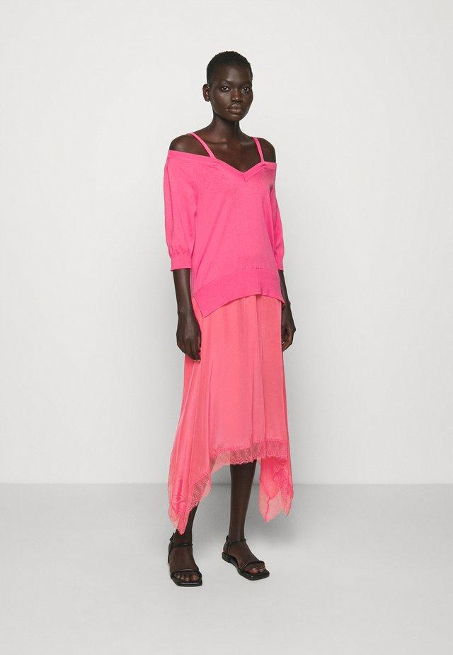 ABITO - Długa sukienka - rose neon