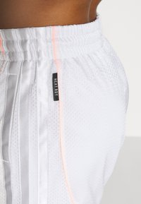 adidas Performance - PRIMEGREEN BASKETBALL SHORTS - Krótkie spodenki sportowe - white - 4