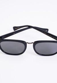 Y's - Sunglasses - gloss.blk - 3