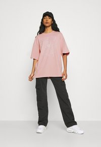 Even&Odd - T-shirts med print - pink - 1