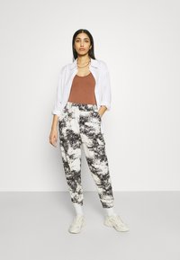 BDG Urban Outfitters - DREW SCOOPNECK - Top - chocolate - 1