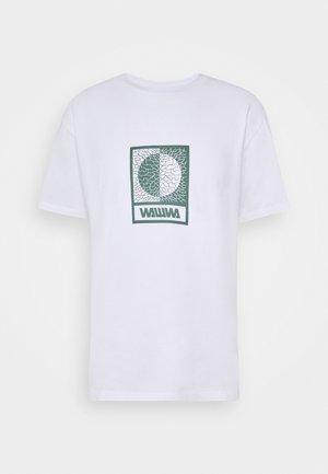 UNISEX TIKSI - T-shirt con stampa - white