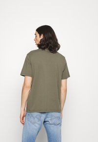 Levi's® - SS RELAXED FIT TEE - Print T-shirt - dusty olive - 2