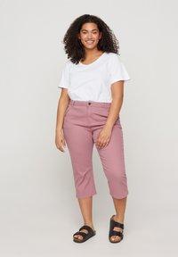 Zizzi - Denim shorts - dark rose - 0