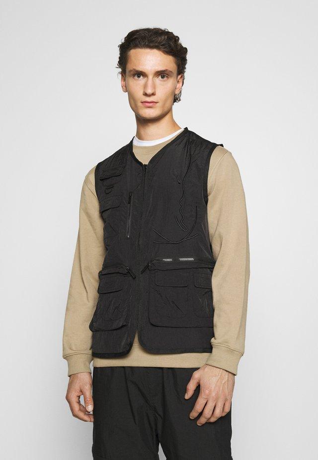 SIGNATURE CRINKLE UTILITY VEST - Waistcoat - black