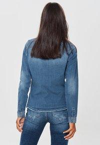 ONLY - RAW - Camisa - medium blue denim - 2