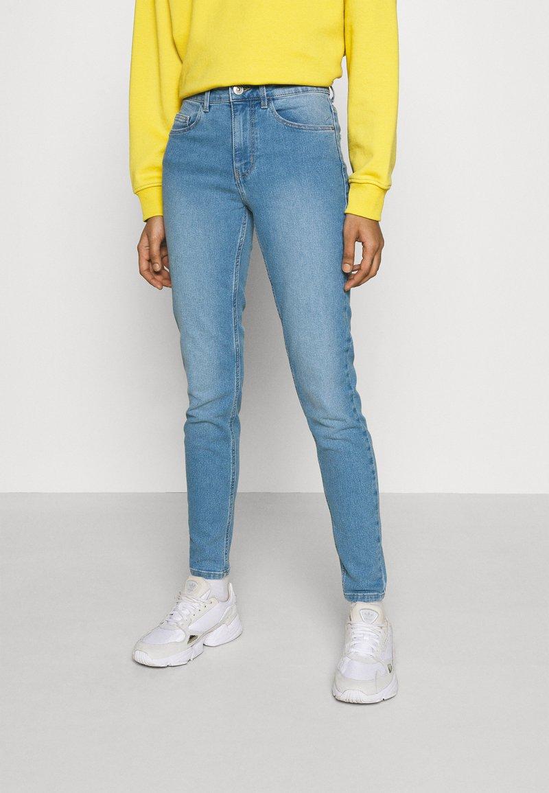 Pieces - PCPEGGY - Jeans Skinny Fit - light blue denim