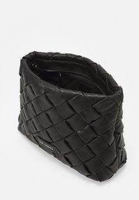 KARL LAGERFELD - KUSHION BRAID TOTE - Handbag - black - 3
