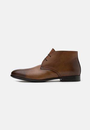 PISA - Elegantní šněrovací boty - radica