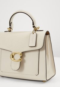 Coach - TABBY TOP HANDLE - Kabelka - chalk