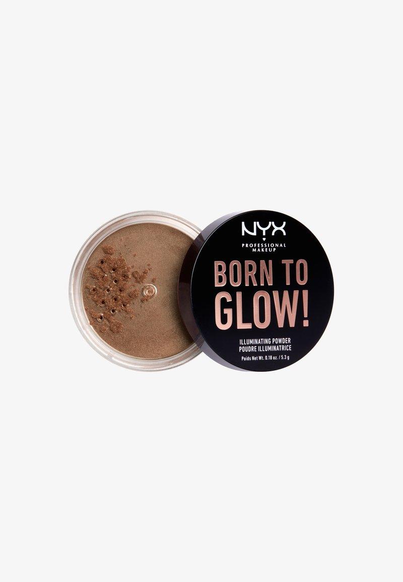 Nyx Professional Makeup - BORN TO GLOW ILLUMINATING POWDER - Poudre - 4 desert night