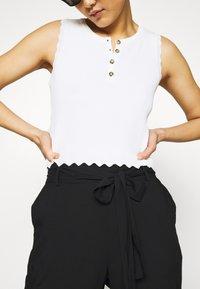Vero Moda - VMSIMPLY EASY PAPERBAG PANT - Bukse - black - 5