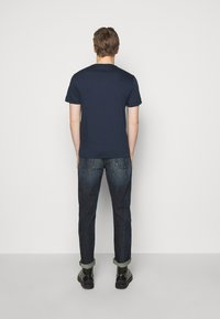 Emporio Armani - T-shirt imprimé - dark blue - 2