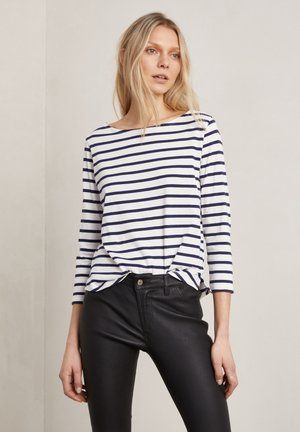 Long sleeved top - o w/navy stripe