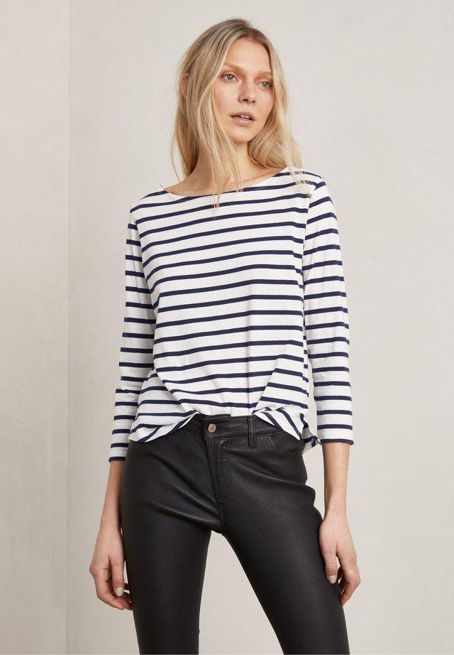Långärmad tröja - o w/navy stripe