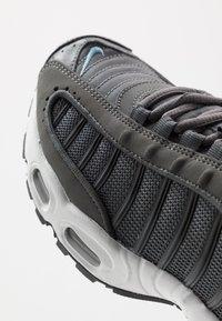 Nike Sportswear - AIR MAX TAILWIND IV - Matalavartiset tennarit - iron grey/cerulean/black/white - 5