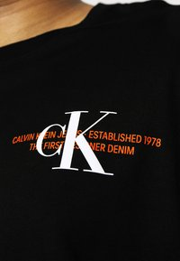Calvin Klein Jeans Plus - URBAN GRAPHIC - Print T-shirt - black - 5