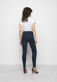 Patrizia Pepe - PANTALONI TROUSERS - Jeans Skinny Fit - washed dark blue - 2