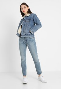 Levi's® - EX-BF SHERPA TRUCKER - Jeansjakke - addicted to love - 1