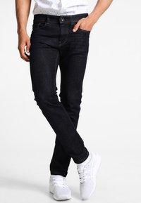 Esprit - Slim fit jeans - blue rinse - 0