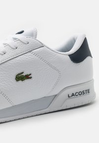 Lacoste - TWIN SERVE - Sneakers - white/navy - 5