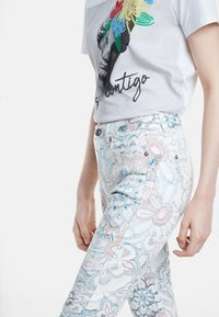 Desigual - DELFOS - Jeans Skinny Fit - white - 3