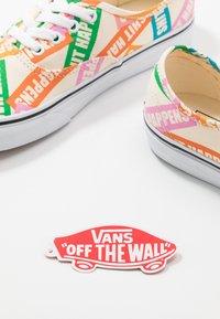 Vans - AUTHENTIC - Trainers - multicolor/true white - 5