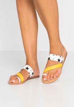 AUTUMN - Sandály s odděleným palcem - black/white