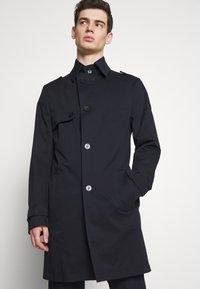 DRYKORN - SKOPJE - Krátký kabát - navy - 0