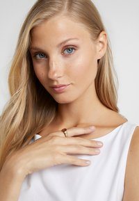 Maria Black - WAVE - Ring - gold-coloured - 1