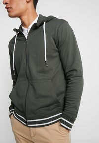 Tiffosi - AGUIRRE - Zip-up hoodie - forest night - 5