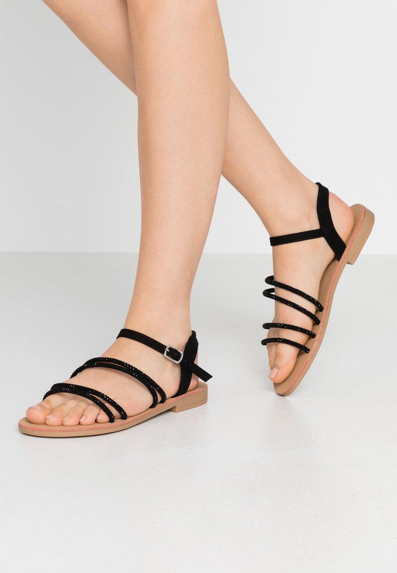 Miss Selfridge Wide Fit - WIDE FIT EVIE EMBELLISHED ASSYMETRIC - Sandaalit nilkkaremmillä - black